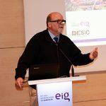 Espectacular conferencia sobre economía internacional del profesor Mario Weitz